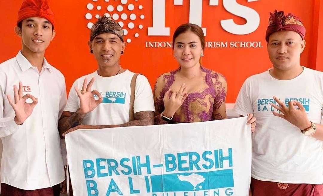 Bersih-bersih Bali (Bali Reduce Plastic)