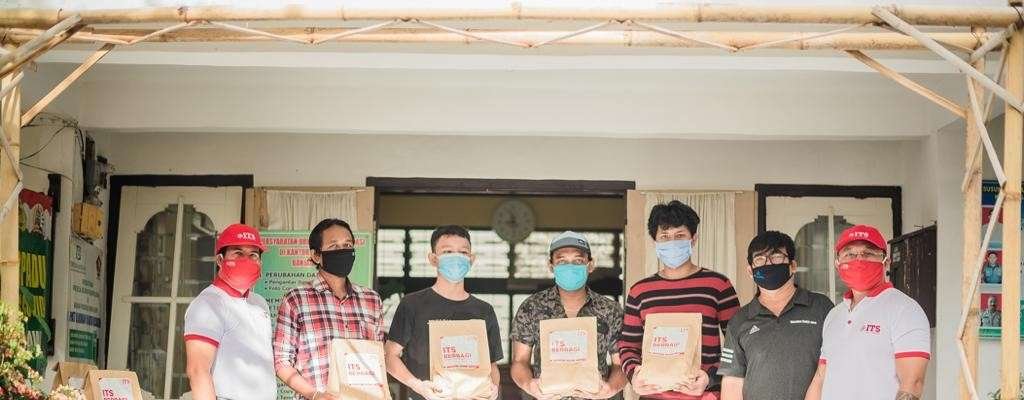 ITS Berbagi 50 Paket Sayur & Telur di Kel. Banjar Jawa, Singaraja-Bali